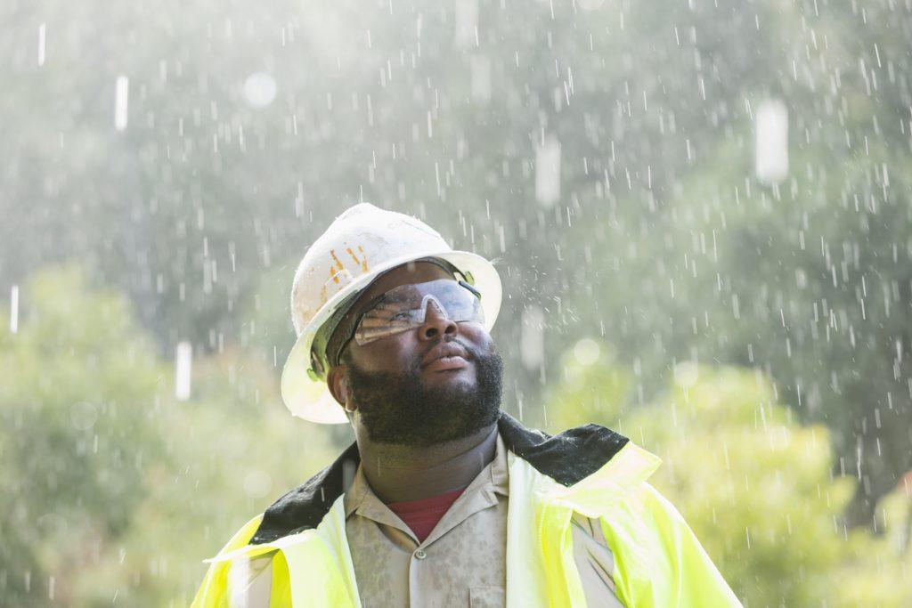 worker-rain